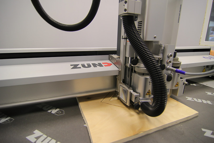 Промышленный плоттер ZUND